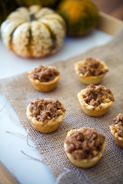 Dutch Apple Mini Pies: Simplifying Holiday Desserts