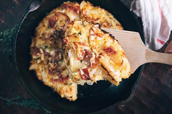 Sauteed Apple Prosciutto Pan Pizza