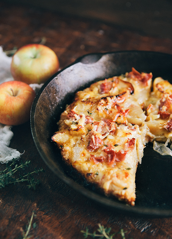 Sauteed Apple Prosciutto Pan Pizza